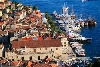 Jachty ve městě Hvar