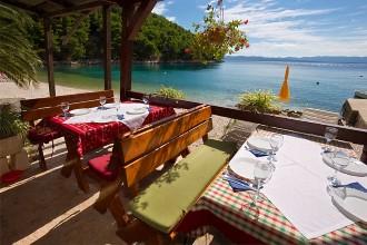 Restaurace vzátoce na jižním pobřeží Hvaru