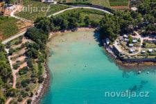 Jelsa - piesočná pláž Velo Grebišće, ostrov Hvar, Chorvátsko