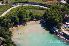 Jelsa - písečná pláž Velo Grebišće, ostrov Hvar, Chorvatsko