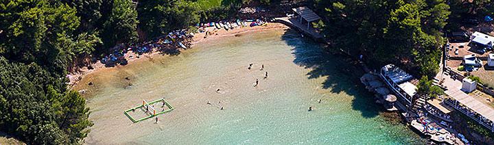 Písečná pláž Velo Grebišće, Jelsa, ostrov Hvar