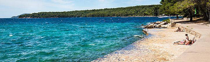 Stari Grad - pláž, ostrov Hvar, Chorvatsko